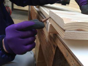 木材を並べて後、組立て